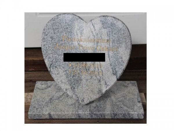 Graniittinen sydän hautakivi